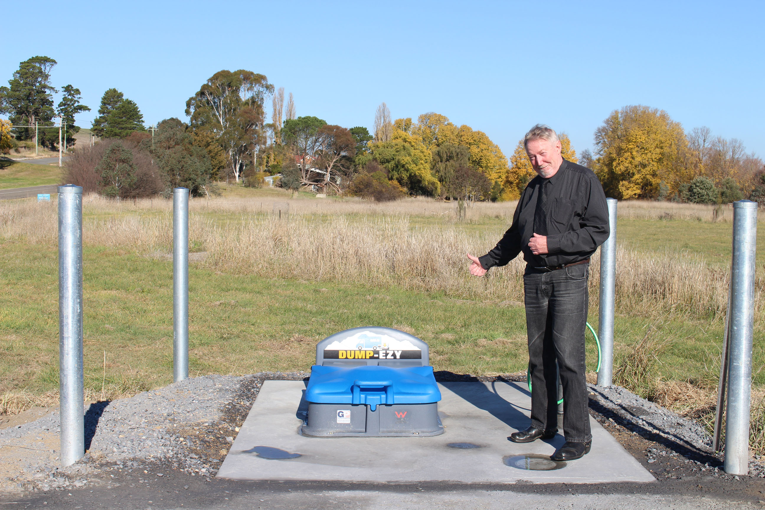 Upper Lachlan Shire Councillor John Searl JP gives the new Dump-Ezy station at Gunning the thumbs up.